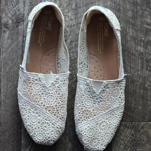 Cream colored, Toms